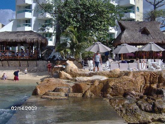 El Cid La Ceiba Beach Hotel: beach side