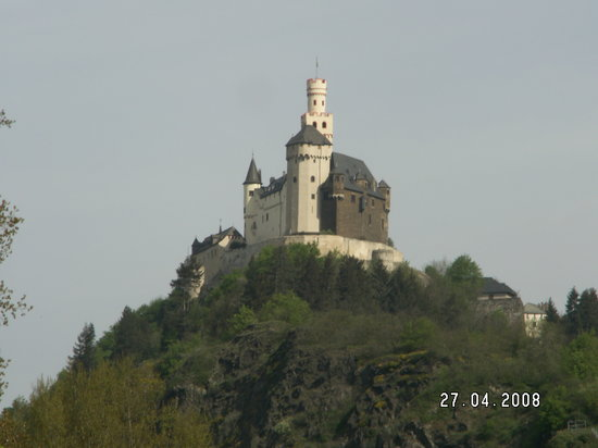 Braubach, Alemania: Approaching Marksburg Castle