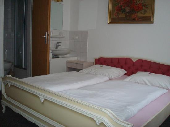Hotel Munchner Kindl: bedroom