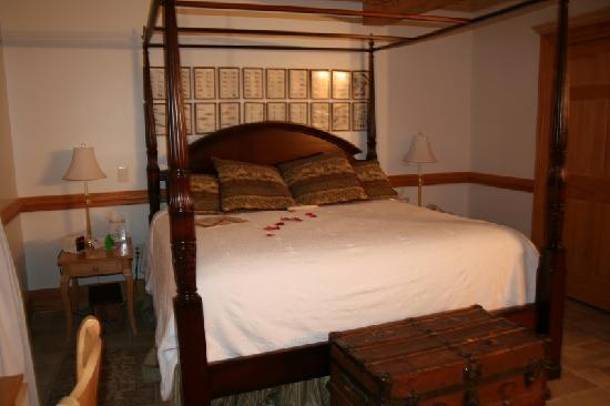 The Red Horse Inn: bed