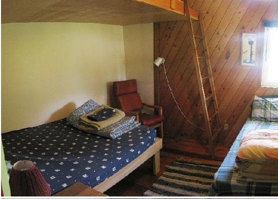 Kootenay Lake Guest House: rooms at the hostel are private or dorm and the offer clean and comfortable beds