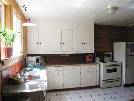 Kootenay Lake Guest House: Enjoy the convinence of cooking your own food in our large, well equiped kitchen, we also provid