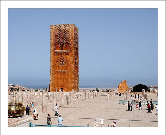 ‪الرباط, المغرب: The Tour Hassan or Hassan Tower is the minaret of the incomplete mosque in Rabat (begun in 1195‬