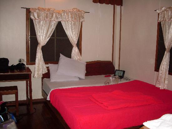 PAN KLED VILLA eco hill resort: inside the cottage