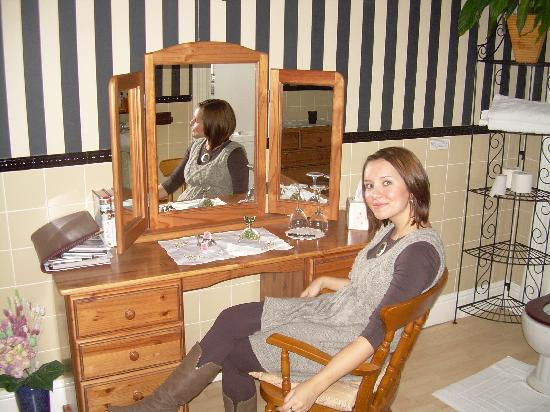 Crickleigh House: Dressing table in the bathroom!
