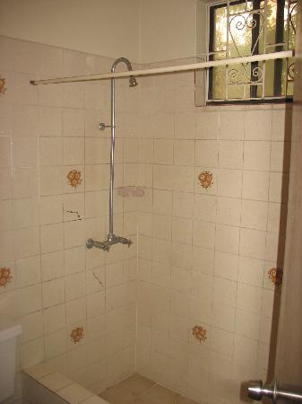 Seaview Apartel : Apartment Bathroom