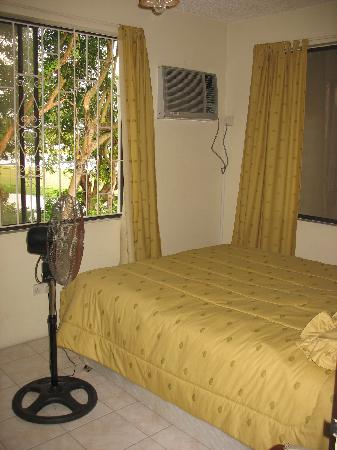 Seaview Apartel : Apartment Bedroom