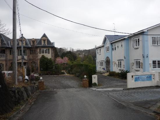 Auberge La Olive: Our in is on the left side by side with another inn