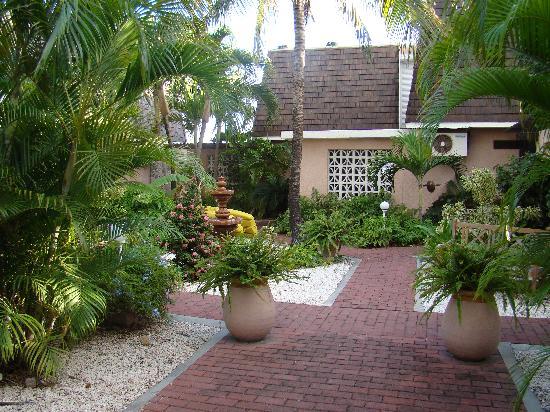 Villas on Great Bay: Courtyard/Entrance