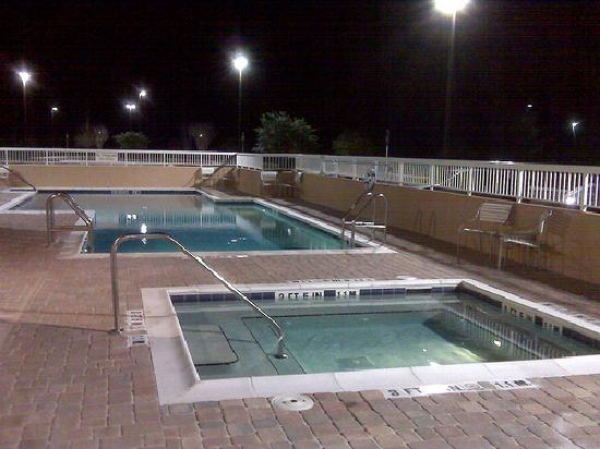 Fairfield Inn & Suites Palm Coast I-95 : Large pool and hot tub