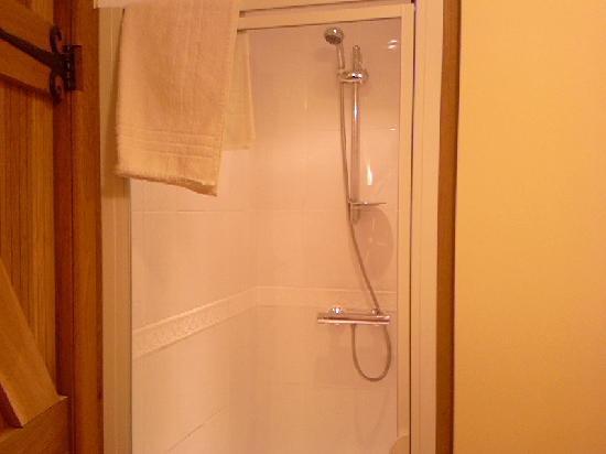 Old Thorn Barn: Ensuite shower room 2