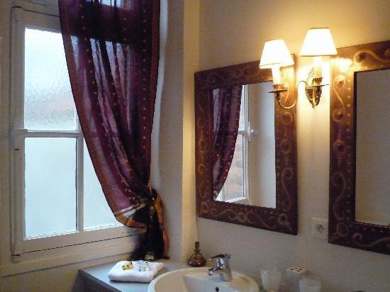 La Petite Fugue : Salle de bain de la chambre Clair-Obscur