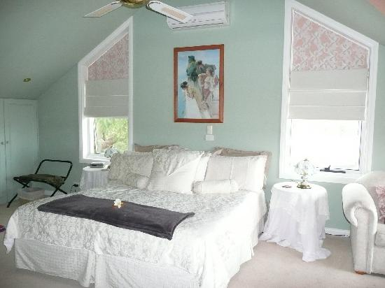 Silver Waters Bed & Breakfast: La Sunset Suite