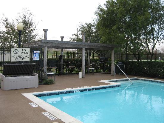 Hyatt House Houston-West/Energy Corridor : the pool and BBQ area