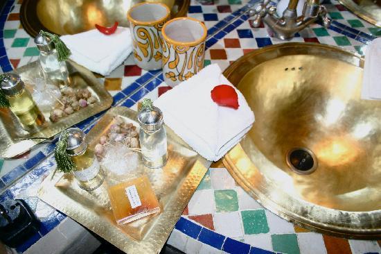 Riad Zolah: our lovely bathroom