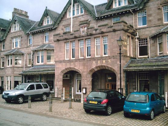 The Invercauld Arms Hotel: Hotel front