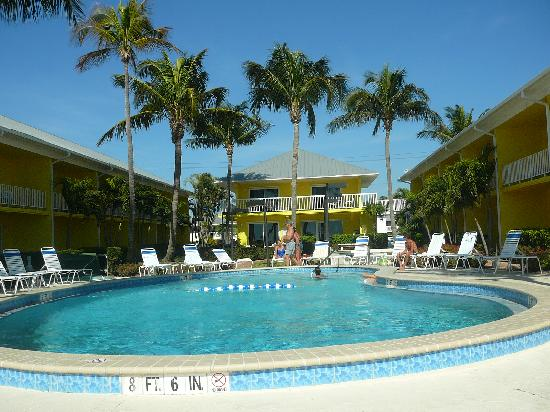 Sandpiper Gulf Resort: main pool area  ... from stairs to the beach