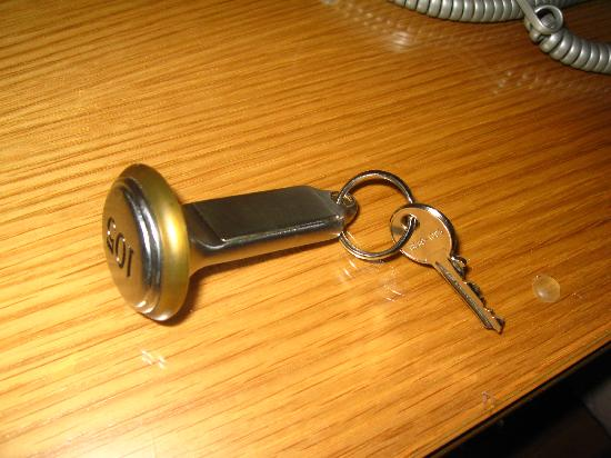 Roma dei Papi - Hotel de Charme: crazy key! they hold it for you...