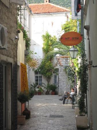 هوتل أستاريا: Montenegro