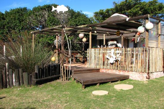 Sandriver Lodge : Breakfast outside under the lapa