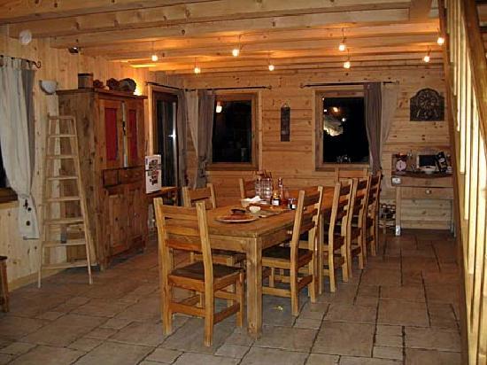 Mountain Mavericks Chalet Le Prele: Dining area
