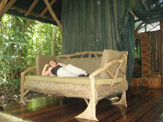 Danta Corcovado Lodge : Our deck with the ultimate couch
