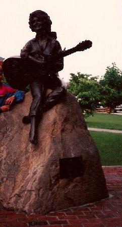 Dolly Parton Statue