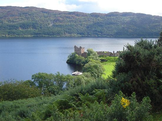 Loch Ness Region, UK: loch ness - ruines d'anciennes forteresses
