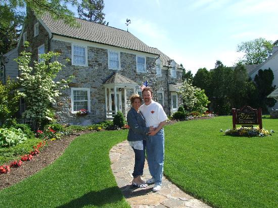 Richmond House Bed & Breakfast: My wife Lisa and I in front of our favorite B&B