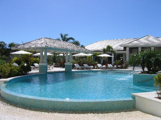 West Bay Club : Pool.