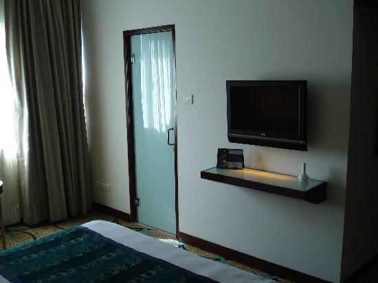 Pride Hotel Chennai: Flat screen TV