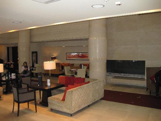 Sheraton Stockholm Hotel: lobby bar area