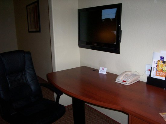 ‪‪Sleep Inn & Suites at Six Flags‬: TV & desk‬