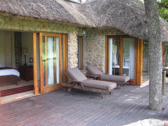 Dulini Lodge: patio
