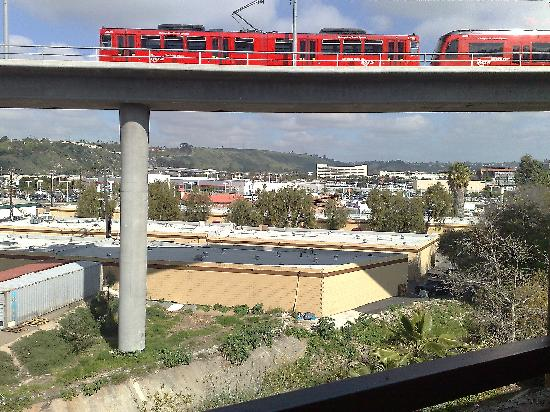 Motel 6 San Diego Mission Valley East: View from rear of building