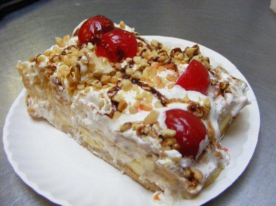 Newmanstown, PA: Banan Split cake
