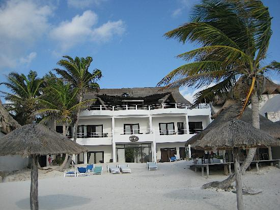 Amelie Tulum : View of Hotel from the beach