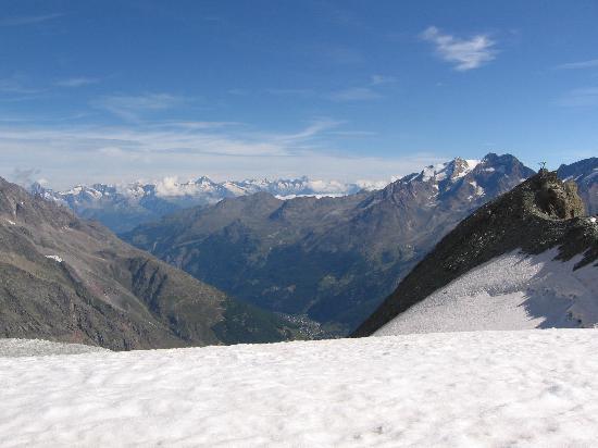 Hotel du Glacier: Vue sur les montagnes Valaisannes
