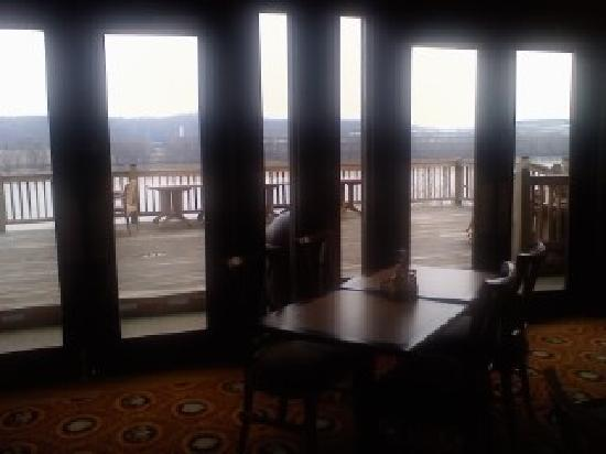 Ogle Haus Inn: Looking Out Onto Patio From Bar