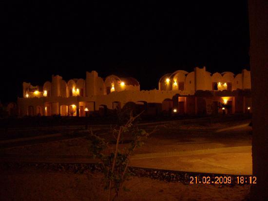 Carnelia Beach Resort: Carnelia di sera