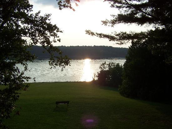 Barren River Lake State Resort Park : Sunset on the lake