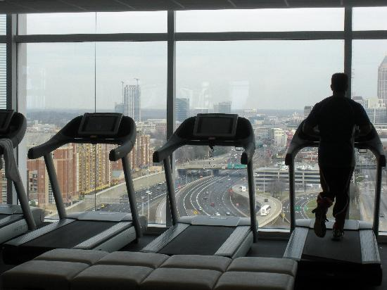 W Atlanta Downtown: Fitness Center- view from the treadmill!