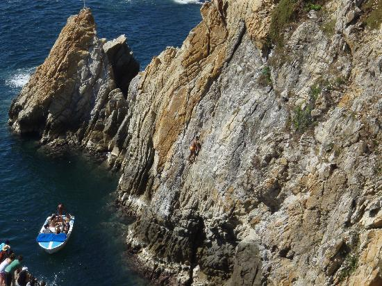 Acabay Hotel & Beach Club: make sure you see the cliff divers