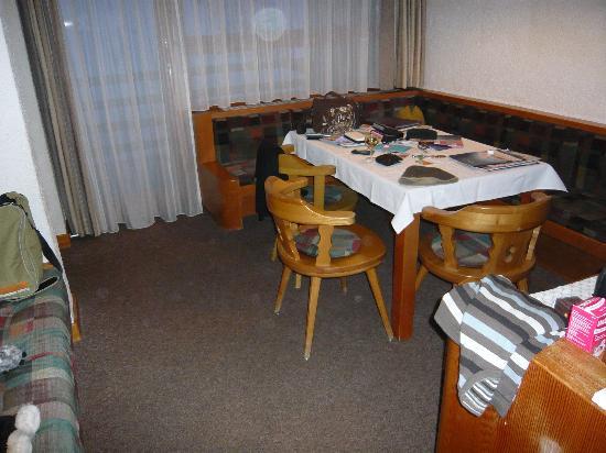 هوتل لومان شامل جميع الخدمات: Arnika room seating / dining area