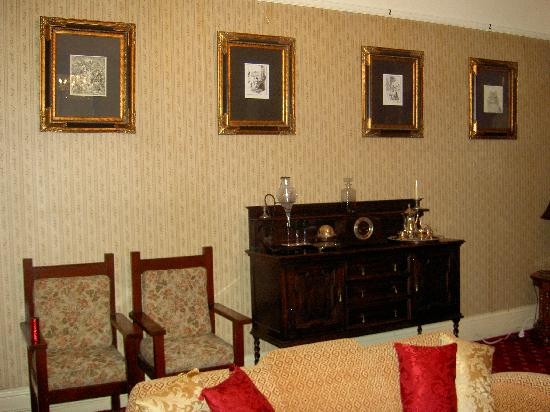 St. Mount's Boutique Hotel: common room
