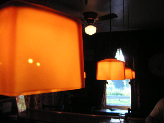 Indian Rock Inn: lights in the bar