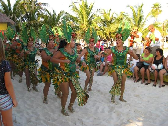 Beloved Playa Mujeres : Dancers in Isla Mujeres