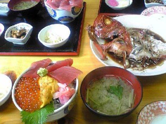Choshi, Ιαπωνία: 3色丼と金目鯛煮付け