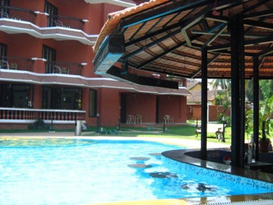 The Baga Marina Beach Resort & Hotel: The gorgeous pool