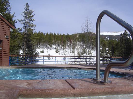 Iron Horse Resort: Outdoor pool w/ awesome scenery